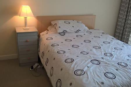 Double Bedroom, quiet estate, Watson, Killiney