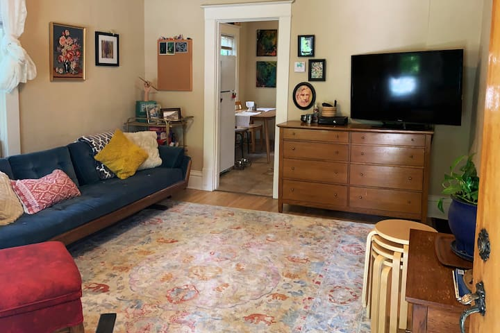 Private Home, Close to Downtown & Hospitals
