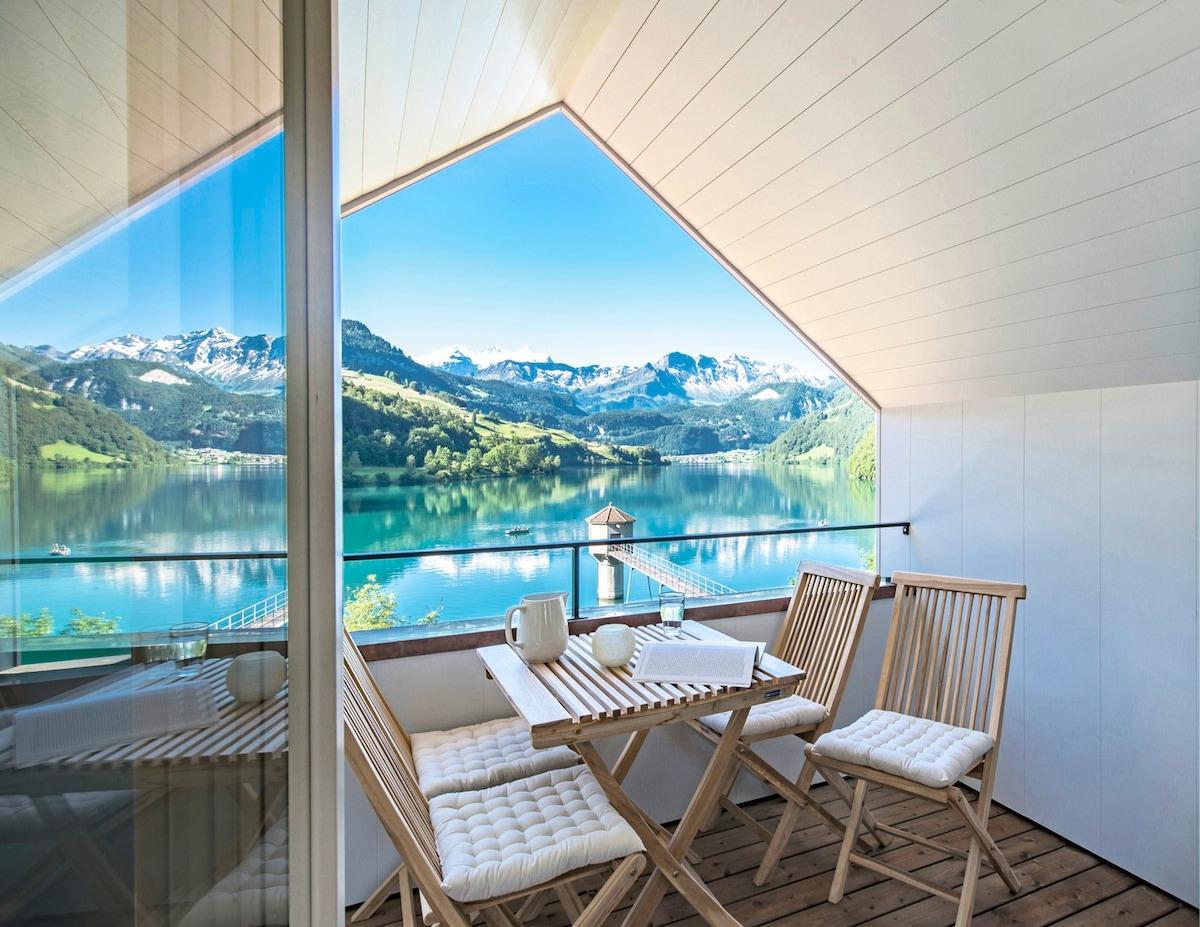Cozy, unique & stylish next to lake and mountains