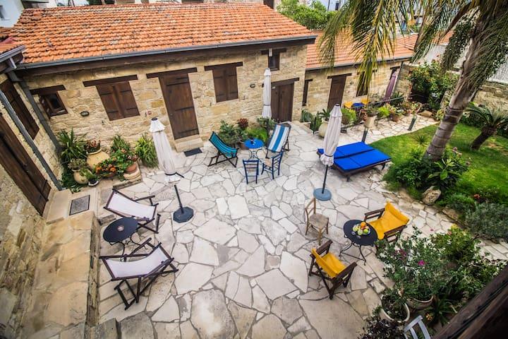 Agios Athanasios的民宿