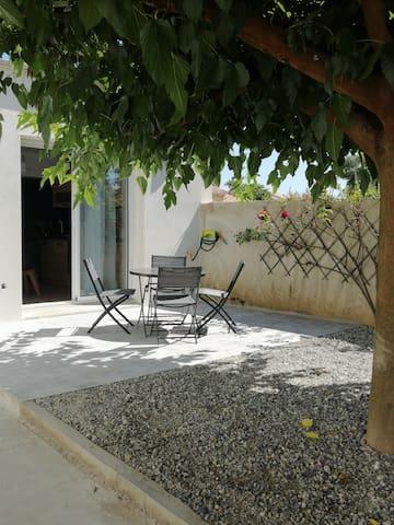 Charmant appartement avec terrasse ombragée