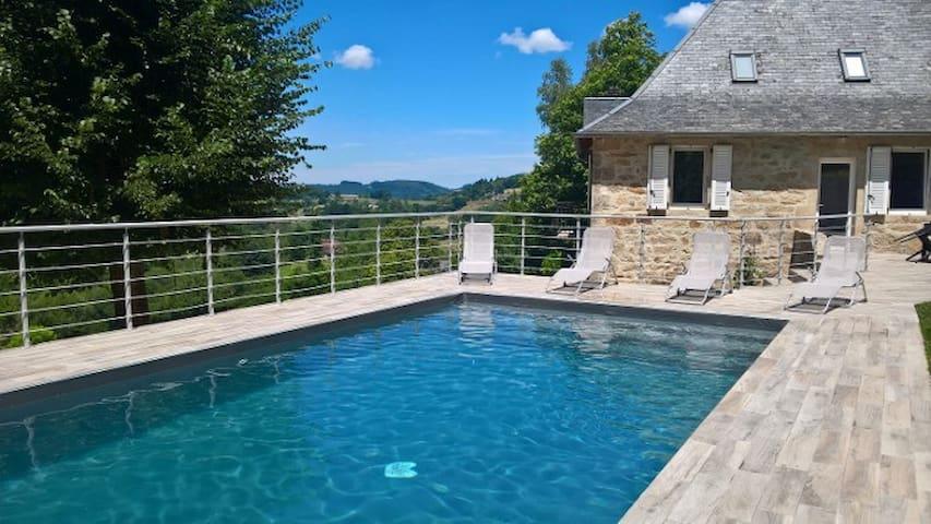 Charmante maison XIX, piscine privée, vue agréable