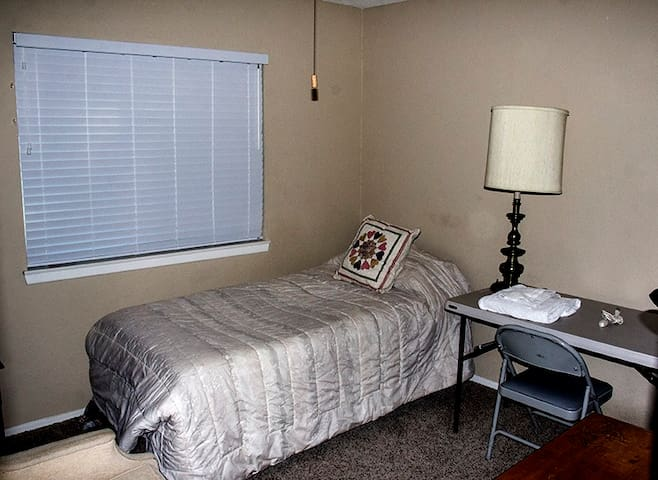 New Private Room in Lancaster, CA (S Room)