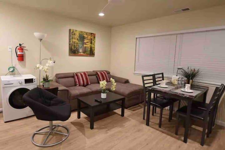 Comfortable 1 Bedroom In-Law near SFO/BART