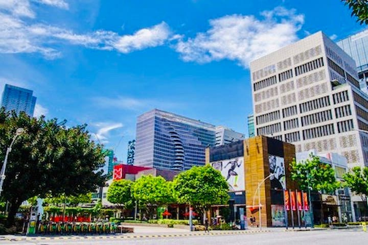 Blessie's Guidebook to BGC Hotspots