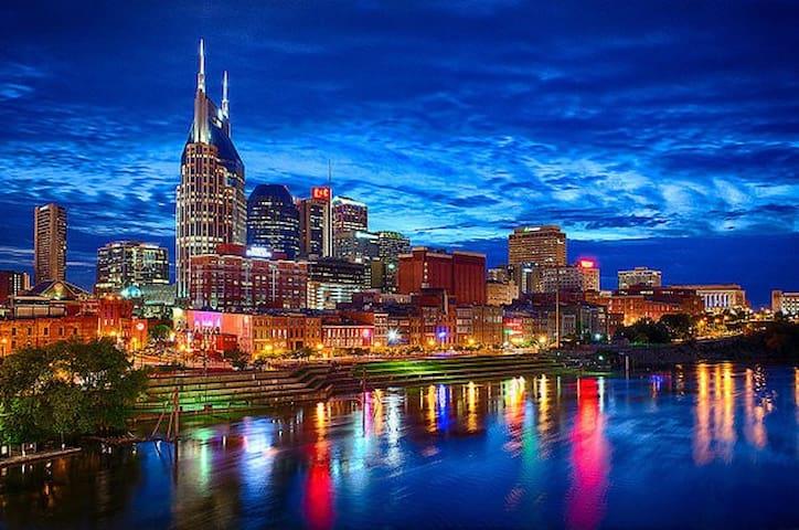 "Nashville ""Music City"" Guidebook"