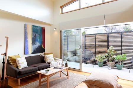 Bellerive Bluff Design Apartment