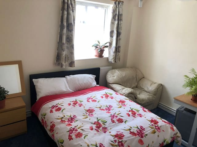 Double Room To Rent In Flat In Central Hackney