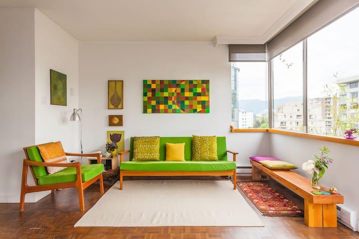 Bright sub-penthouse near beach - long term rental