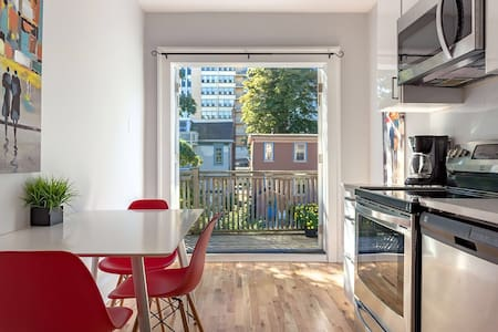 2 Bedroom Apartment Heart of City PARKING INCLUDED