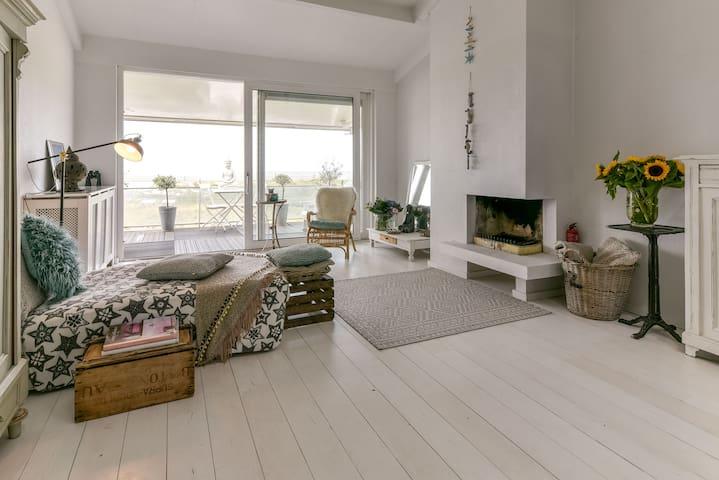 Appartement aan zee en duinen, dicht bij Amsterdam