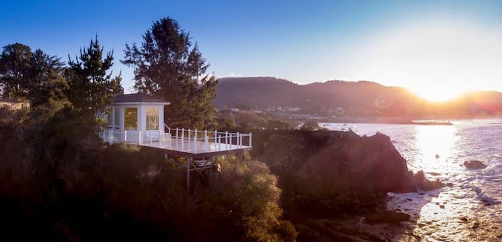 Private ocean peninsula, views of CA & OR coasts