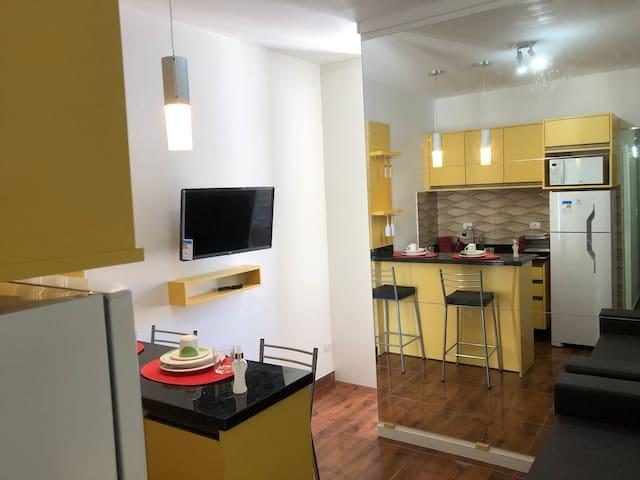 Studio Estiloso Completo no Centro de Curitiba