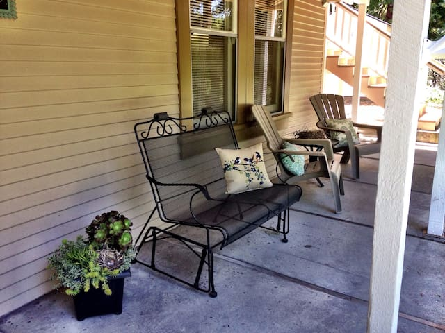 Woodland Nest - Cozy, Private Apt in the Redwoods!