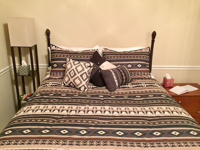 VAULTED MASTER SUITE: Downtown & Five Points
