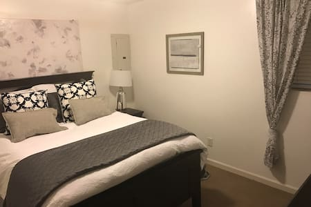 1-BD Room Buckhead Boutique w/ Private Entrance