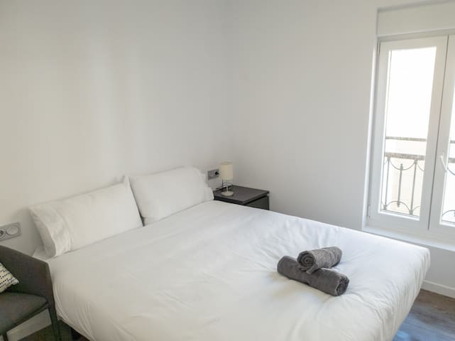 Spacious room with Private Bathroom for one!