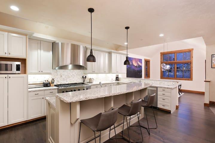 $ 10 Million Aspen Residence Walk to Town