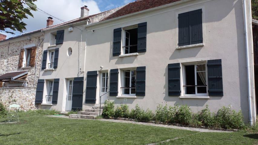 Épaux-Bézu的民宿