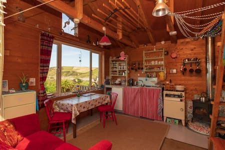 Cosy coastal eco-cabin with stunning ocean view