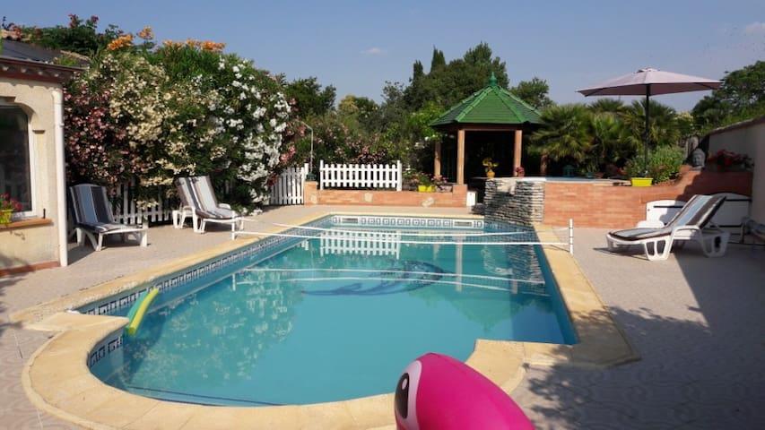 Villeneuve-la-Comptal的民宿