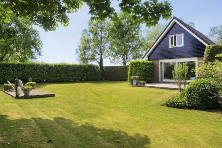 Maasbommel的民宿