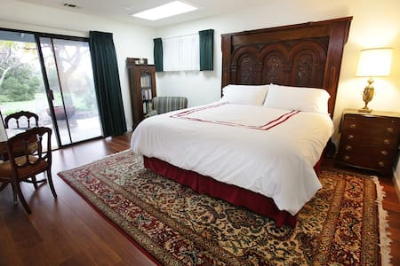 1 or 2 rooms  king size beds up to 4 guests