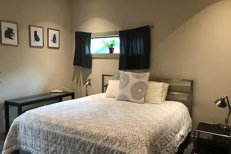 Spacious, Private Master Suite in East Austin
