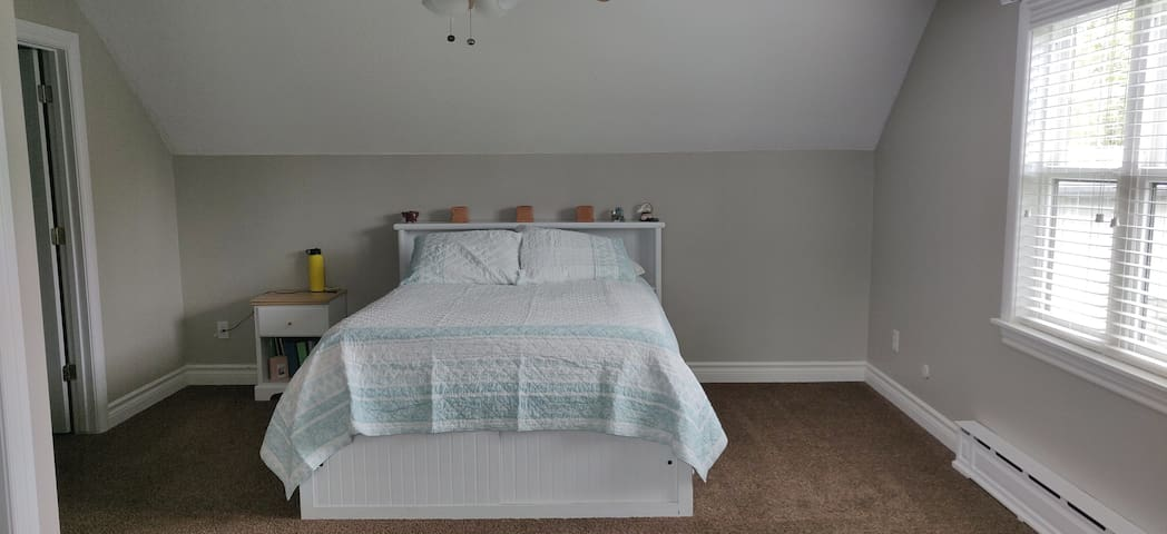 Private room w queen bed and private half bath.