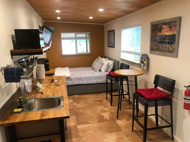 Heart of Sedona –Private Studio with patio views!