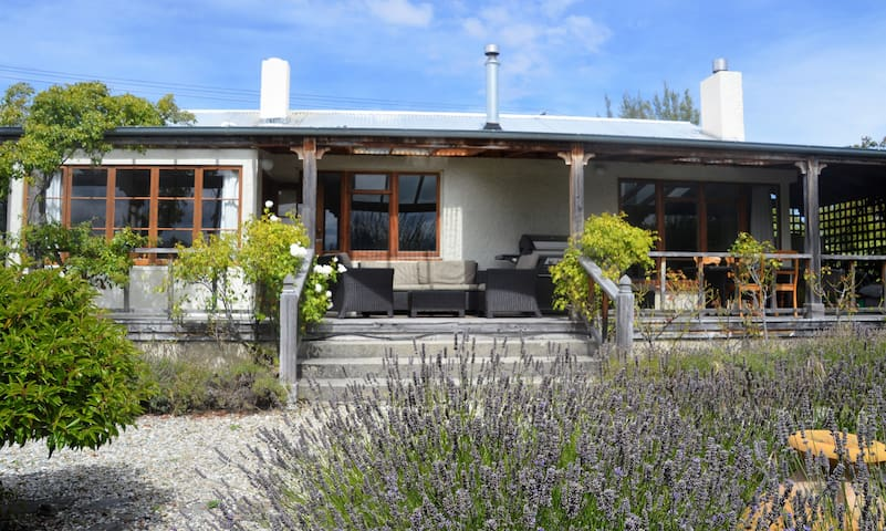 Cosy Cottage in stunning Wanaka close to Town