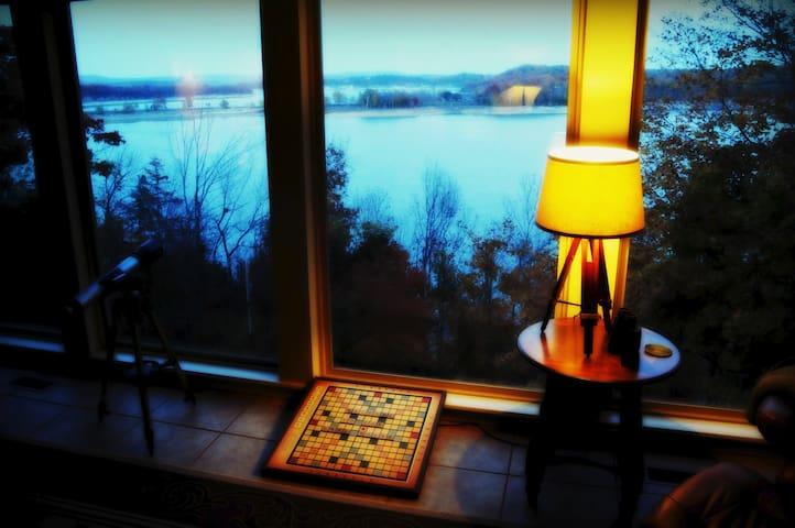 Amazing year-round lakeview retreat