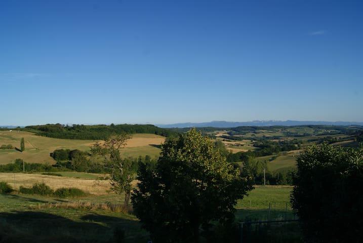 Saint-Christophe-et-le-Laris的民宿