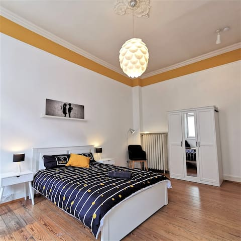 R1-Nice double room in a heritage house in Beuel