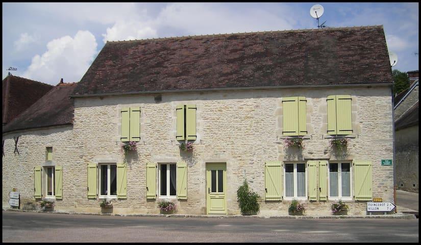 Étourvy的民宿