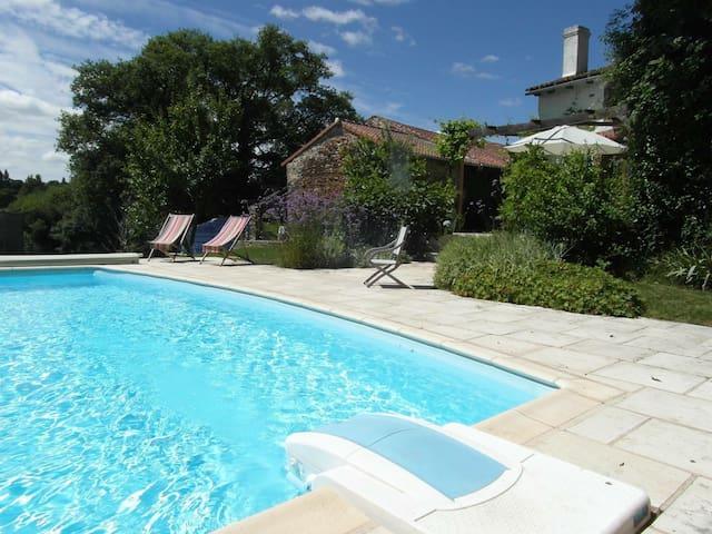 Bussière-Poitevine的民宿