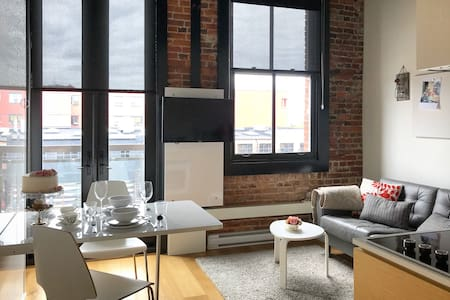 Artist's MicroLoft - A Heritage Hotel of Downtown