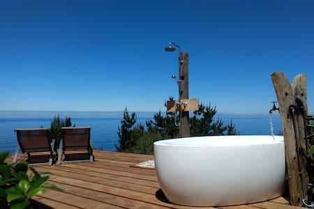 El Acantilado - cottage with spectacular sea views