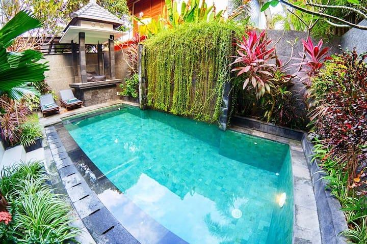 Villa Agung Rakas 15 walk to beach heart Seminyak