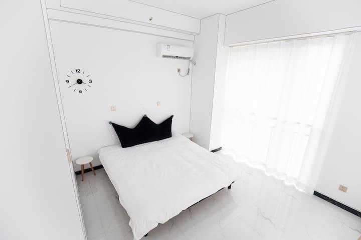 黑白二次元(ღ˘⌣˘ღ)主题大床房