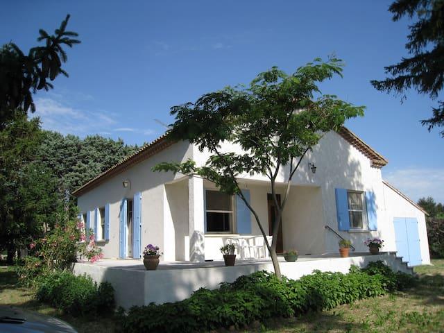 Saint-Martin-de-Crau的民宿