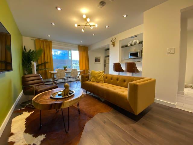 The Monaco - Stylish 2 BDRM Apartment next to LRT