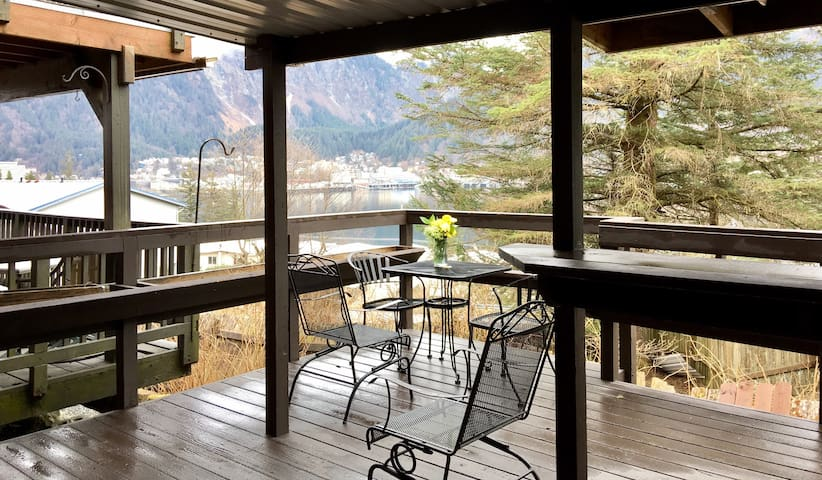 Studio & private deck w/ view of Juneau & boats