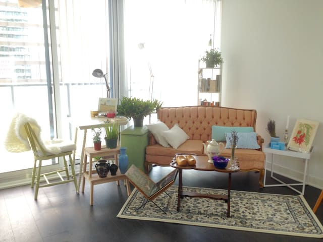 The MOST Convenient Downtown Central Condo