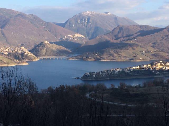 Colle di Tora的民宿