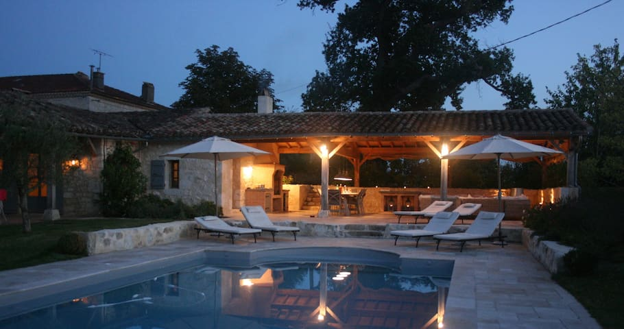 Elegant converted barn with pool in rural Gascony