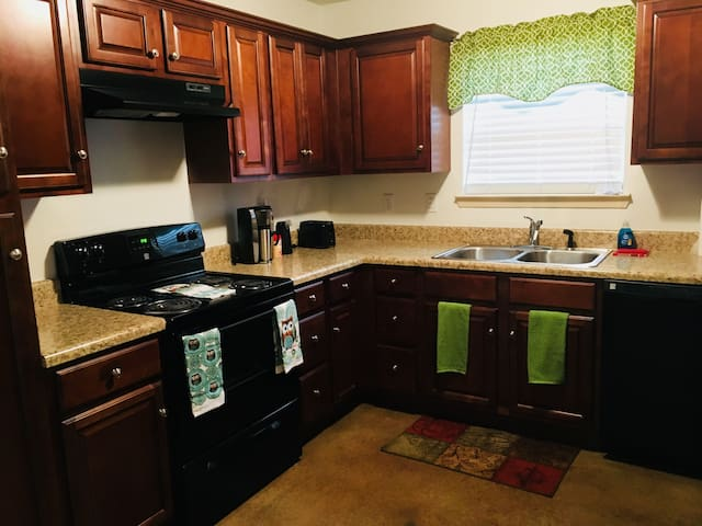 Just Elegant Suite!! Close to Downtown Conway!