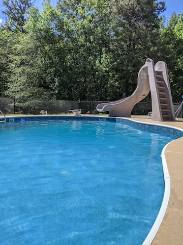 Entire new apartment getaway w/pool in Monroe NJ