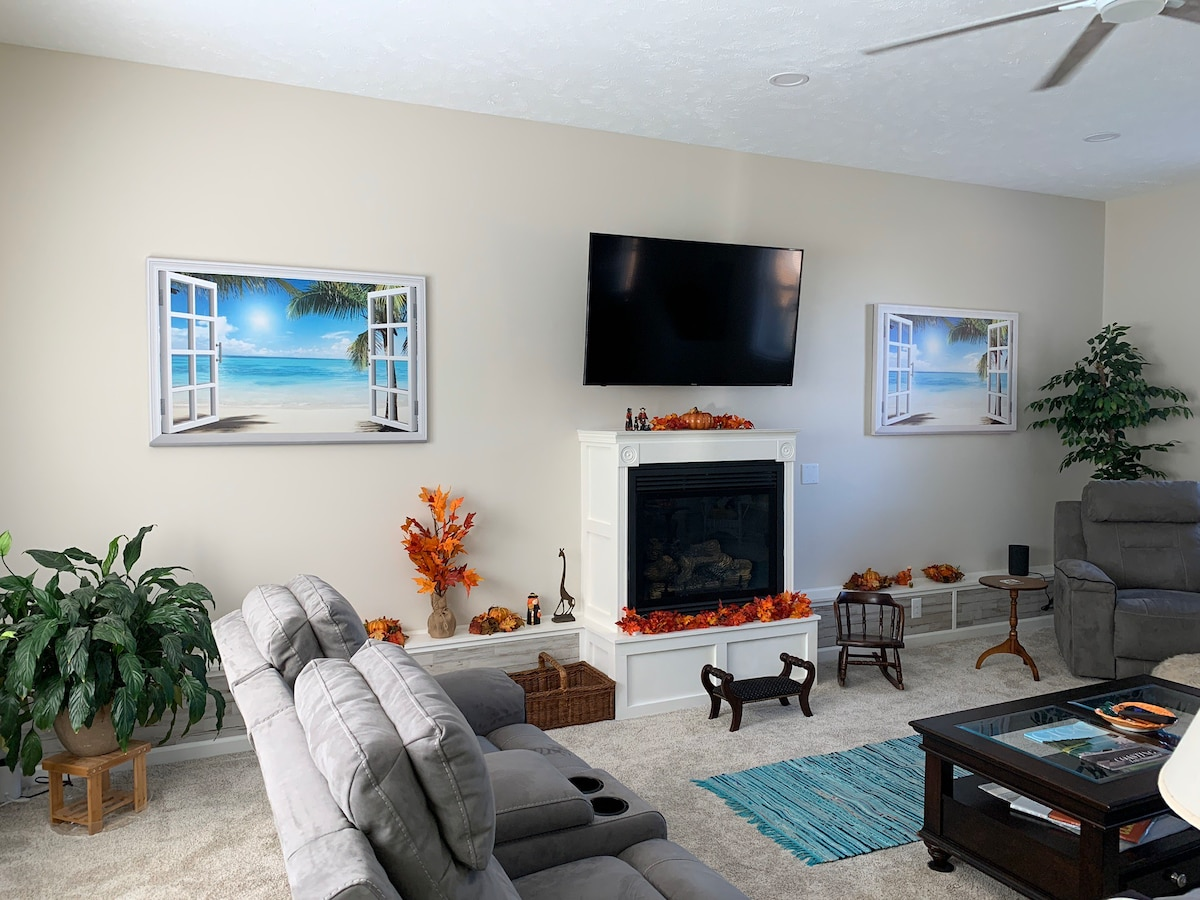Close to I-24 w Country Feel, privacy w breakfast