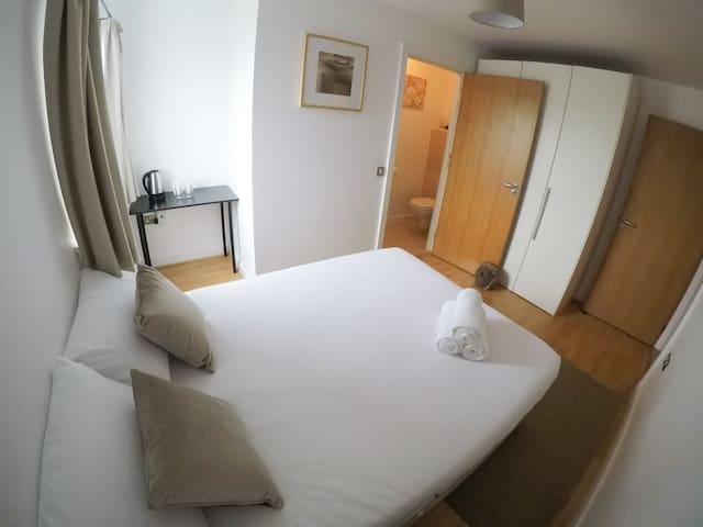 Double bedroom en-suite, City Centre, Dublin 1